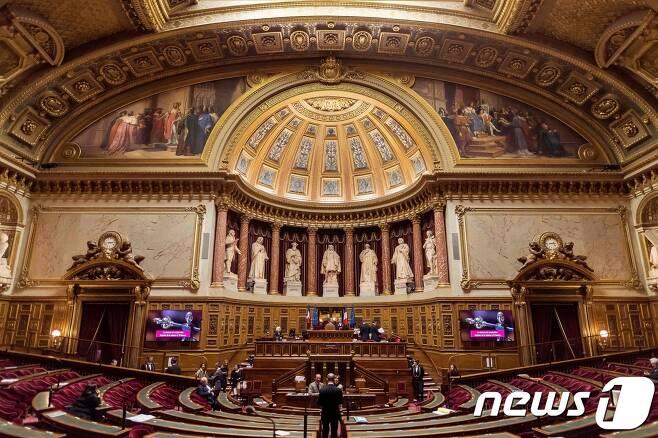 프랑스에서 23일(현지시간) 하원의원과 지방의원, 지자체장 등의 손으로 상원의원 348석 중 171석이 새로 선출된다. (자료사진) © AFP=뉴스1
