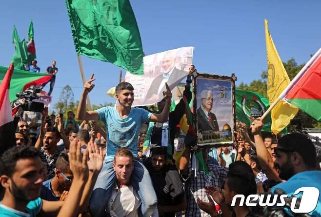 파타와 하마스 간 합의에 환호하는 가자지구 주민들. © AFP=뉴스1
