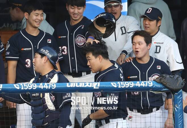 ▲ 축하받는 오재일(가운데) ⓒ 창원, 곽혜미 기자