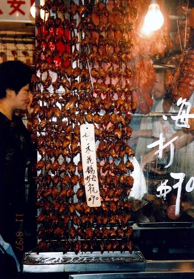검은머리촉새는 중국에서 대량 포획돼 고기로 섭취된다. 20세기 초 고기로 유통되면서 멸종의 한 원인으로 작용한 북미 대륙의 여행비둘기와 비슷한 양상이다.  심바 찬/국제조류보호협회 제공