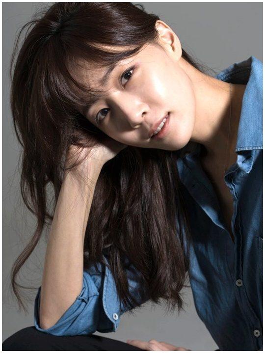 콘텐츠 플랫폼 딩고의 '이별택시'에 '힐링 드라이버'로 출연 중인 작사가 김이나 / 사진제공=미스틱엔터테인먼트