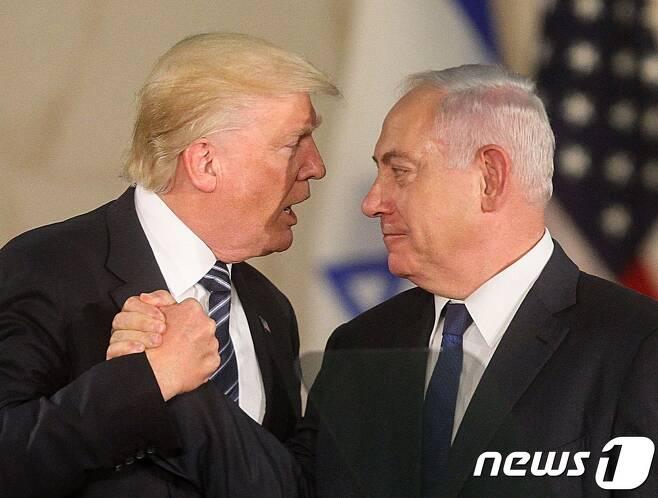 도널드 트럼프 미국 대통령(왼쪽)과 베냐민 네타냐후 이스라엘 총리. © AFP=뉴스1