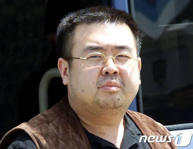 김정은 북한 노동당위원장 이복형 김정남© AFP=뉴스1