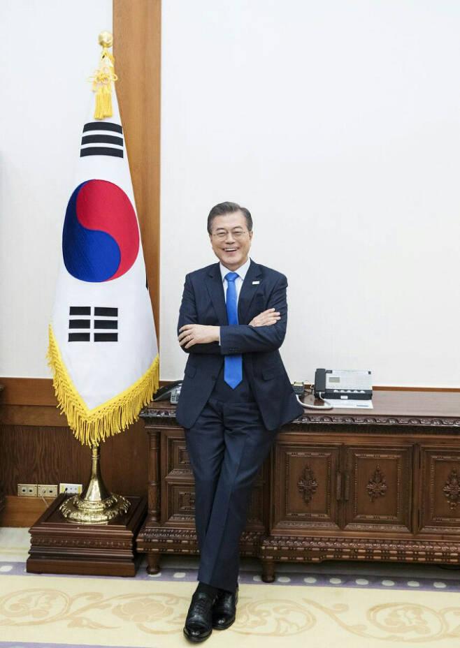 영국 월간지 모노클 2018년 3월호 한국 특집판에 실린 문재인 대통령 인터뷰 사진.