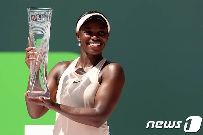 슬로안 스티븐스(세계 랭킹 12위·미국)는 1일(한국시간) 미국 플로리다주 마이애미에서 열린 여자프로테니스(WTA)투어 1000시리즈 마이애미오픈 단식에서 우승을 차지했다. ©AFP=News1