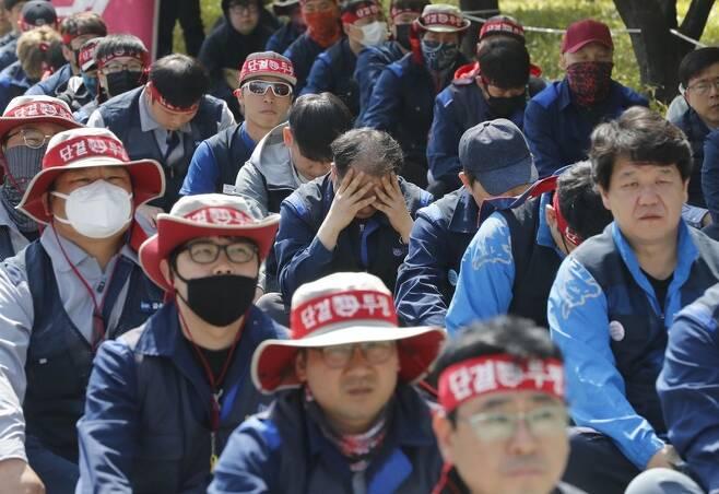 한국지엠(GM) 노동자들의 상경투쟁 모습. 제조업 고용 한파 등으로 4월에도 취업자 수 증가폭이 저조한 모습을 보였다. 박종식 기자 anaki@hani.co.kr