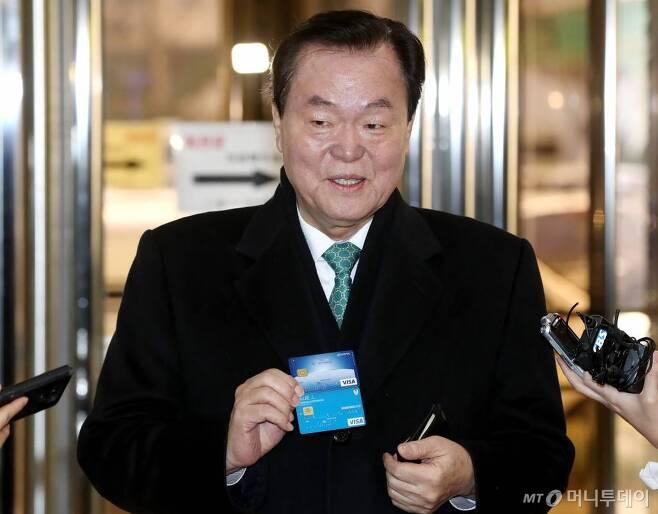 김경재 전 한국자유총연맹 총재가 2월22일 오전 서울 서대문구 경찰청으로 출석하고 있다. /사진=홍봉진 기자