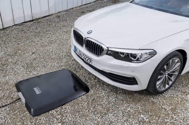 BMW의 PHEV용 무선 충전시스템.