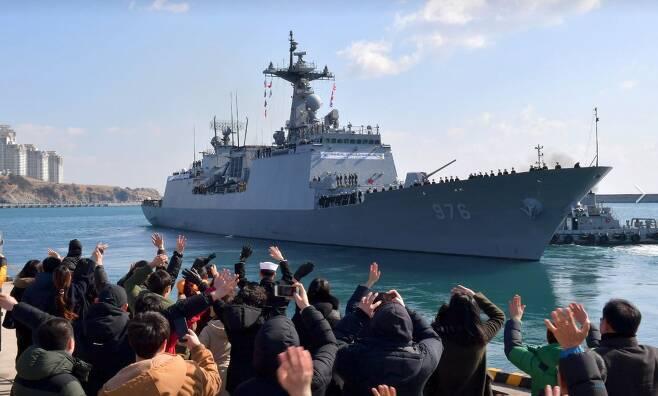 출항하는 청해부대 26진 문무대왕함(사진=해군)