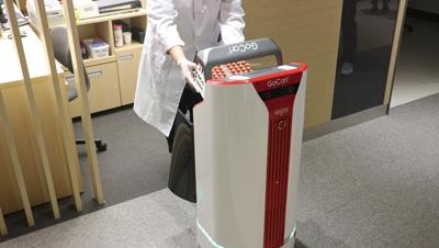 을지대병원이 도입한 자율주행 물류배송 로봇 '고카트(GoCart)'. 병원내에서 혈액, 소변과 같은 검사용 검체를 비롯해 의약품 등을 배송하는 역할을 한다/사진=유진로봇