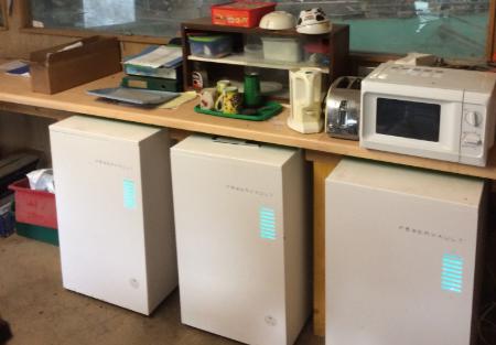 파워볼트가 개발한 전기차 배터리 재사용 저장고(하단)의 모습. /사진=트위터.