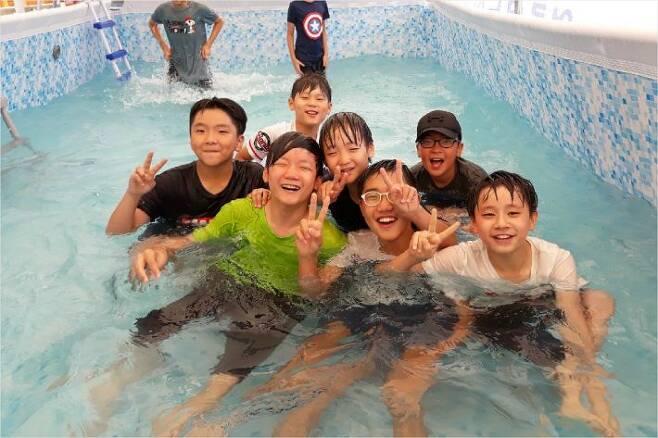 수원 산의초등학교 아이들 (사진=윤성철 교장선생님 제공)