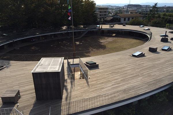 유치원 옥상은 아이들이 자유롭게 올라가서 뛰어다닐 수 있게 만들어졌다. /와이그룹 제공