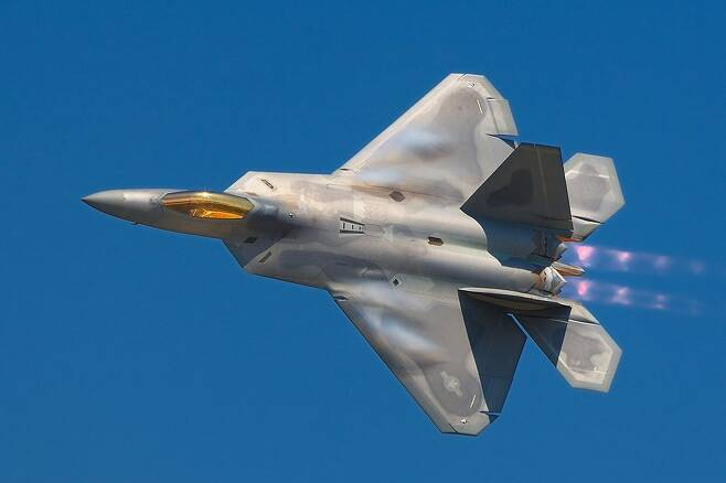 F22 랩터의 모습. 일본 차세대 전투기 사업 기반 기종으로 거론되고 있다.