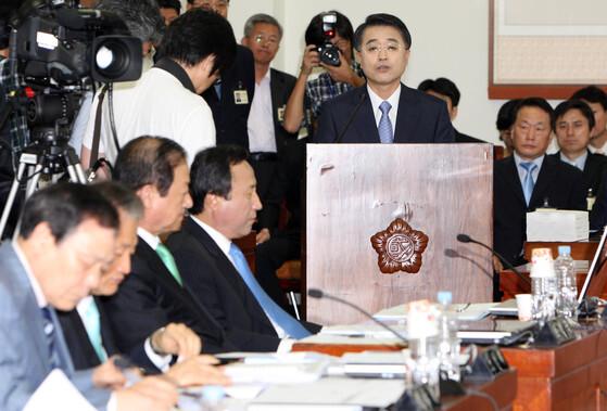 2009년 국회 법제사법위원회에서 열린 천성관 검찰총장 후보자에 대한 인사청문회가 열리는 모습. [중앙포토]