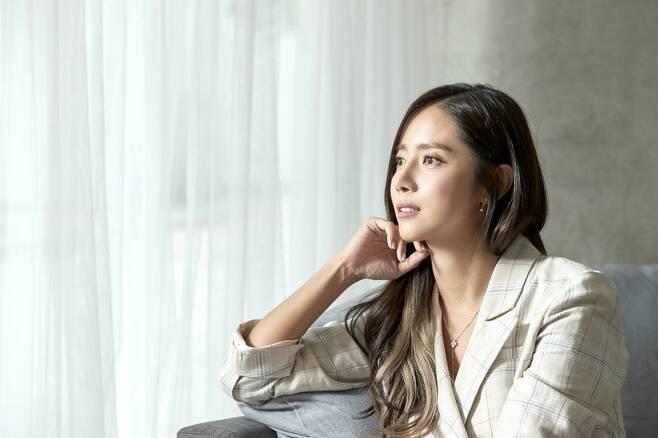 배우 최송현씨는 아나운서 출신으로 최근 수중전문 유튜브 채널 '송현씨 필름'을 운영한다.