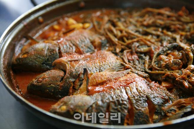 충남 예산의 대표적인 가을 먹거리인 '붕어찜'. 성질이 따뜻해 오장을 보호한다고 알려져 있다. 조선시대 심신이 허약했던 인선왕후 장씨가 왕비가 되자 신하들이 권했다고 한다. (사진=한국관광공사)
