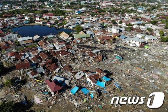 규모 7.5의 강진과 쓰나미가 덮친 인도네시아 술라웨시 섬 팔루의 폐허로 변한 주택가의 모습. /사진= 뉴스1