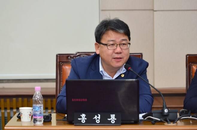 일본산 제품 전수조사에 관련하여 질의를 하고 있는 더불어민주당 홍성룡 의원. /사진제공=서울시의회 홍성룡 의원 페이지