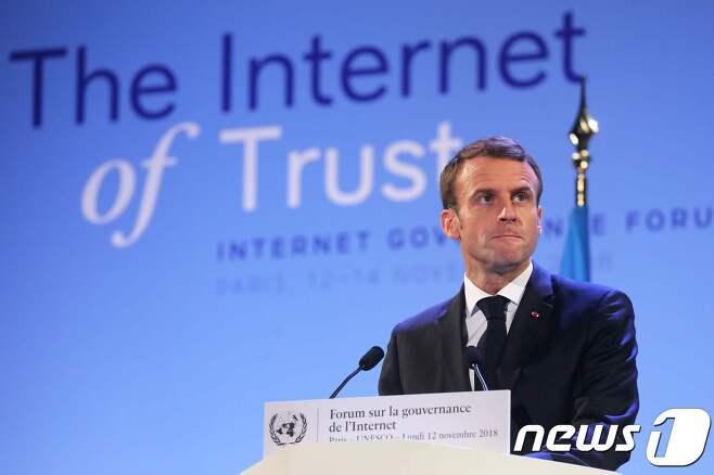 12일(현지시간) 유네스코 본부에서 개최된 인터넷 거버넌스 포럼에 참석한 에마뉘엘 마크롱 프랑스 대통령. © AFP=뉴스1