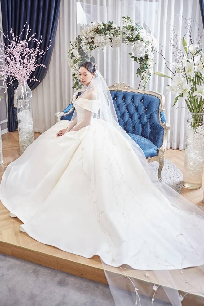 ▲ 배우 클라라가 미국에서 깜짝 결혼한다. 제공 투브라이드 1월호