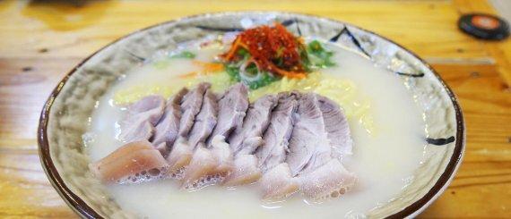 국수바다 본점(서귀포시 색달동)의 고기국수 /사진=제주관광공사