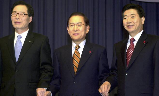 2002년 12월 대선후보 3차 토론회 모습. 왼쪽부터 권영길, 이회창, 노무현 후보. 공동취재사진