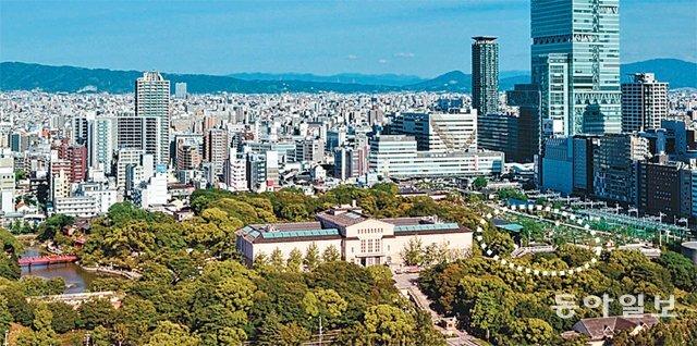 염상섭의 거사 장소인 오사카 덴노지공원은 100년 전과 크게 달라졌다. 오사카 시립미술관 오른쪽과 공원 밖 고층 건물 사이의 녹지 공간(점선)이 3·19독립선언을 위해 한인 노동자들이 모였던 공회당 자리로 추정된다. 동아일보DB