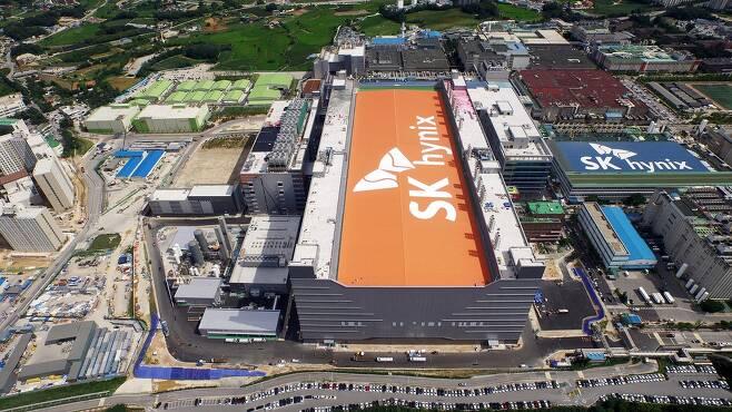 에스케이(SK)하이닉스 본사가 있는 경기도 이천공장의 모습. SK하이닉스 제공