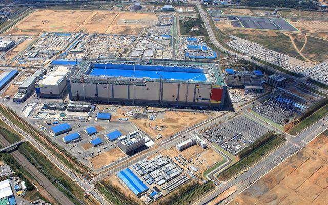지난해 7월 경기 평택시에서 가동을 시작한 삼성전자 평택1라인은 단일 반도체 공장으로 세계 최대 규모다. 삼성전자 제공