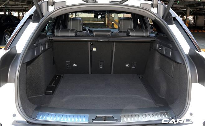 기본 트렁크 용량은 558리터