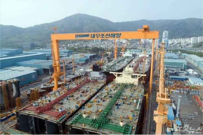 1도크에서 VLCC 4척이 동시에 건조되고 있다.(사진=대우조선해양 제공)