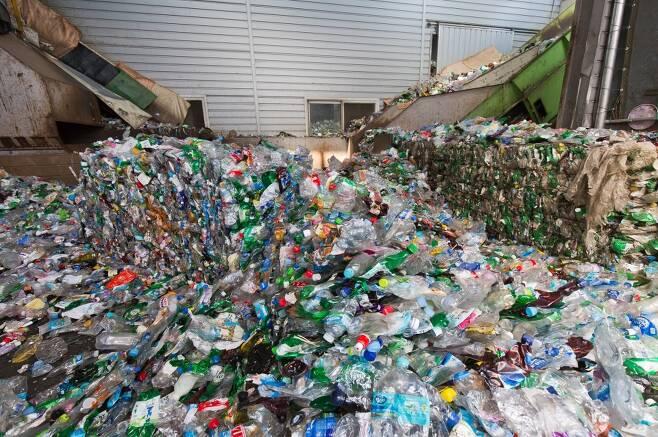 페트병 재활용 처리업체로 들어온 각종 페트병들 ⓒ시사저널 최준필