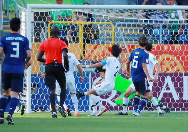 폴란드 루블린 경기장에서 열린 2019 국제축구연맹(FIFA) 20세 이하(U-20) 월드컵 16강 한·일전. 후반 일본이 우리 골문으로 집어 넣은 공, VAR 결과 노골로 선언됐다/루블린[폴란드]=연합뉴스