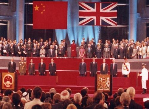 1997년 7월1일 홍콩에서 당시 장쩌민 중국 국가주석, 찰스 영국 왕세자 등이 참석한 가운데 영국이 홍콩을 중국에 돌려주는 '주권반환식' 행사가 거행되고 있다. 세계일보 자료사진