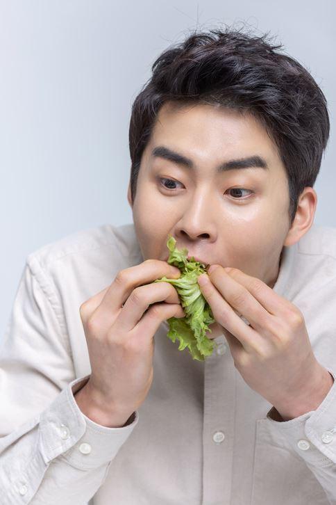 국민의 90% 이상이 식사를 15분 이내 마치는 '후다닥 식사'를 하는 것으로 조사돼 비만과 각종 대사질환에 걸릴 위험성을 높이고 있다. 게티이미지뱅크