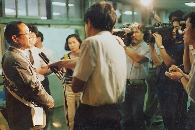 장영도 옹이 1999년 10월28일 우키시마호 피해자 대표로 일본 교토지방법원에서 현지 언론과 인터뷰하고 있다. 장영도 제공