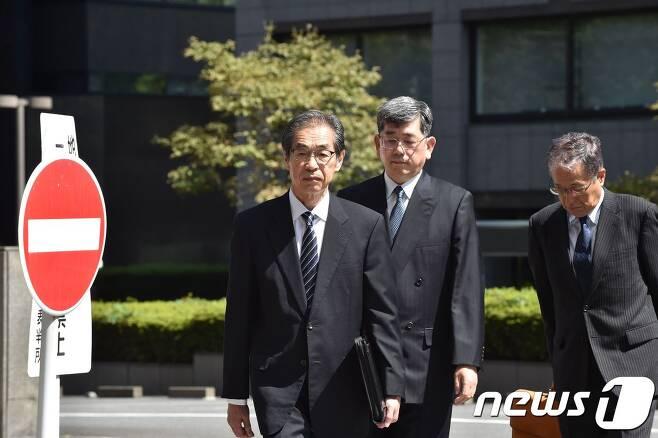 19일 후쿠시마 원전 사고 관련 재판에 들어가고 있는 옛 도쿄전력 임원들. © AFP=뉴스1