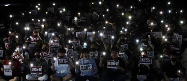 고려대 학생들이 지난 19일 오후 서울 성북구 학교 중앙광장에서 집회를 열고 조국 법무부 장관 사퇴와 딸 조모씨에 대한 입학 취소를 촉구하고 있다. /뉴시스