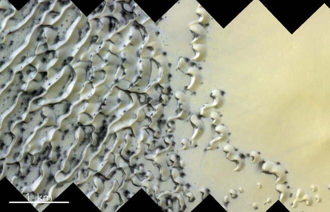 아이스크림처럼 보이는 화성의 북극 얼음. 사진=ESA/Roscosmos/CaSSIS