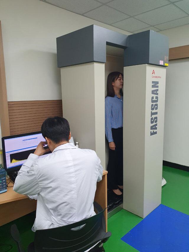 KBS 취재진은 후쿠시마 출장 이후 방사선 영향 검사를 받았습니다.