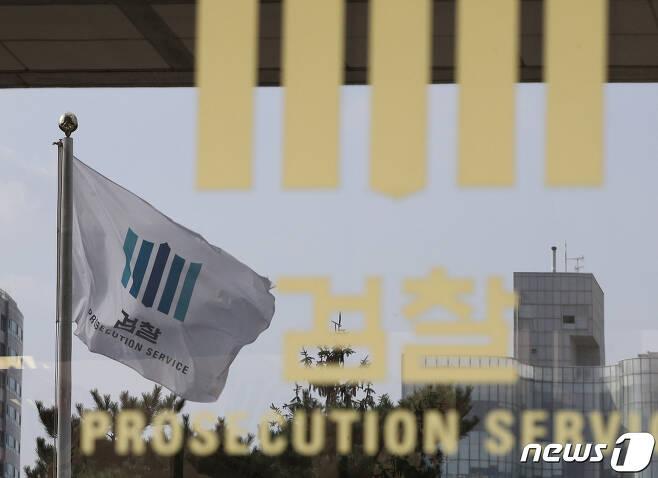 사진은 이날 서울 서초구 서울중앙지방검찰청에 설치된 포토라인. 2019.10.4/뉴스1 © News1 신웅수 기자
