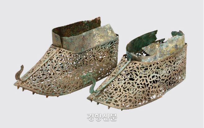 정촌고분에서 확인된 용머리 장식 금동신발. 백제 중앙정부가 마한 출신 지역 수장층에게 하사한 것으로 추정된다.|국립나주문화재연구소 제공