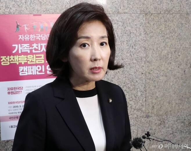 나경원 자유한국당 원내대표가 지난 14일 오후 서울 여의도 국회에서 조국 전 법무부 장관 사퇴와 관련 입장을 밝히고 있다. / 사진=홍봉진 기자 honggga@