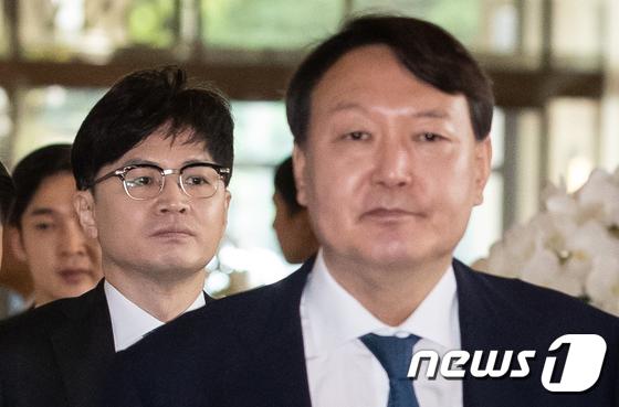 한동훈 대검찰청 반부패강력부장(왼쪽)과 윤석열 검찰총장. /사진=뉴스1