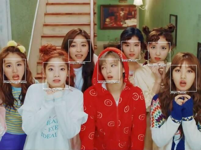 미국의 동영상 공유 신생기업 Gfycat은 2018년 케이팝 동영상에서 인공지능이 처음엔 멤버들의 얼굴을 식별하지 못했으나, 딥러닝을 통해 '화이트 가이' 문제를 해결했다고 동영상을 공개했다. Gfycat 제공.