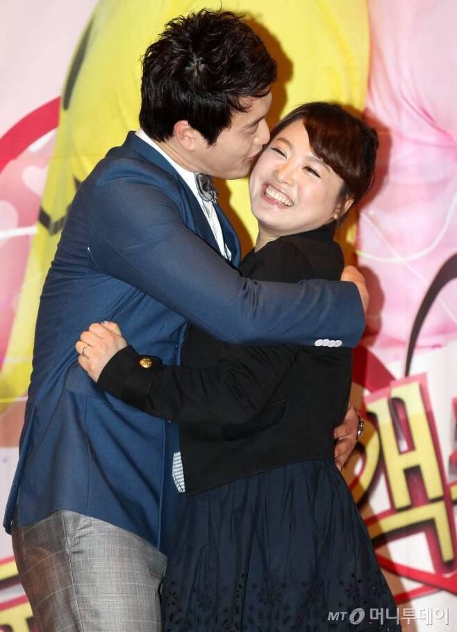 사진 왼쪽부터 개그맨 김원효와 심진화 부부/사진=홍봉진 기자