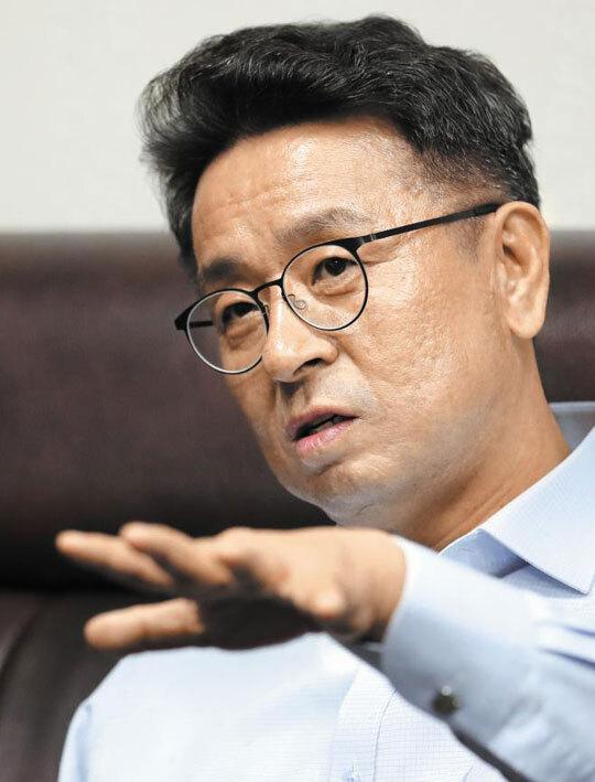 더불어민주당 이철희 의원이 19일 국회에서 본지와 인터뷰하고 있다. /남강호 기자
