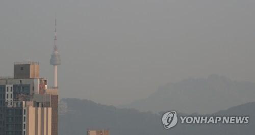 미세먼지로 가득한 하늘 [연합뉴스 자료사진]