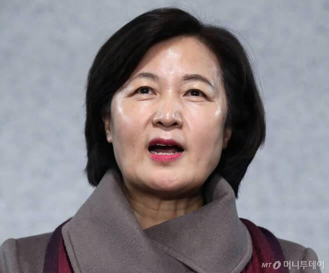 차기 법무부 장관 후보자로 지명된 추미애 더불어민주당 의원이 5일 오후 서울 여의도 국회 의원회관에서 소감을 말하고 있다. / 사진=홍봉진 기자 honggga@